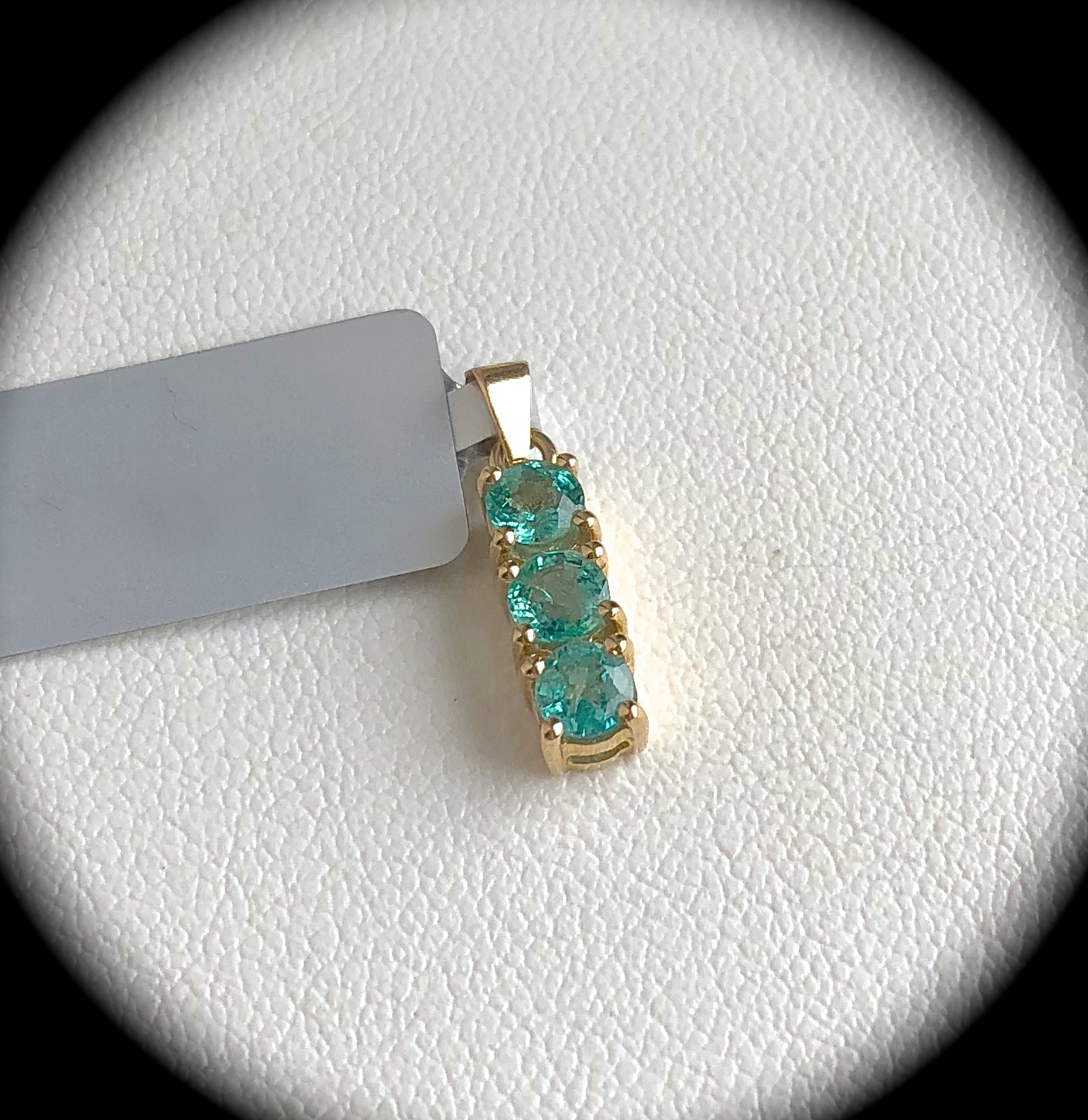 carats dia gold in set diamonds with natural emerald white pendant